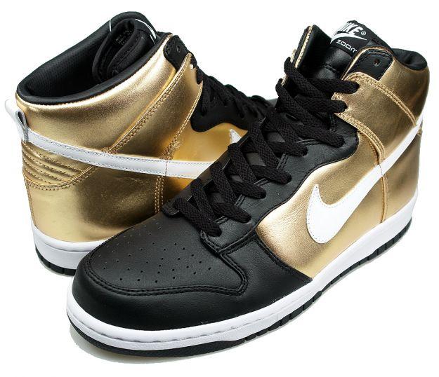 Nike Dunks ستجدب الاضواء اينما ذهبت nike-dunk-high-premium-metallic-gold-white-black-2.jpg&sa=X&ei=WnFVTceUJpO14AbG8vzqDA&ved=0CAQQ8wc4NA&usg=AFQjCNHXkpfjsUobZ1w3xfl-jFb8w81Sow