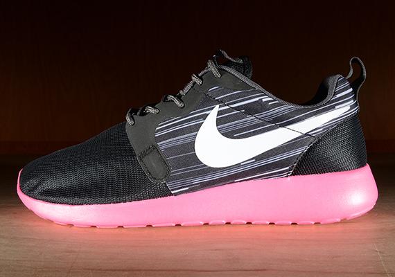 Nike Roshe Run HYP – Black / Hyper Pink