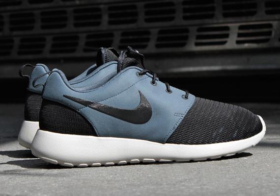 outlet store de631 3551b Nike Roshe Run