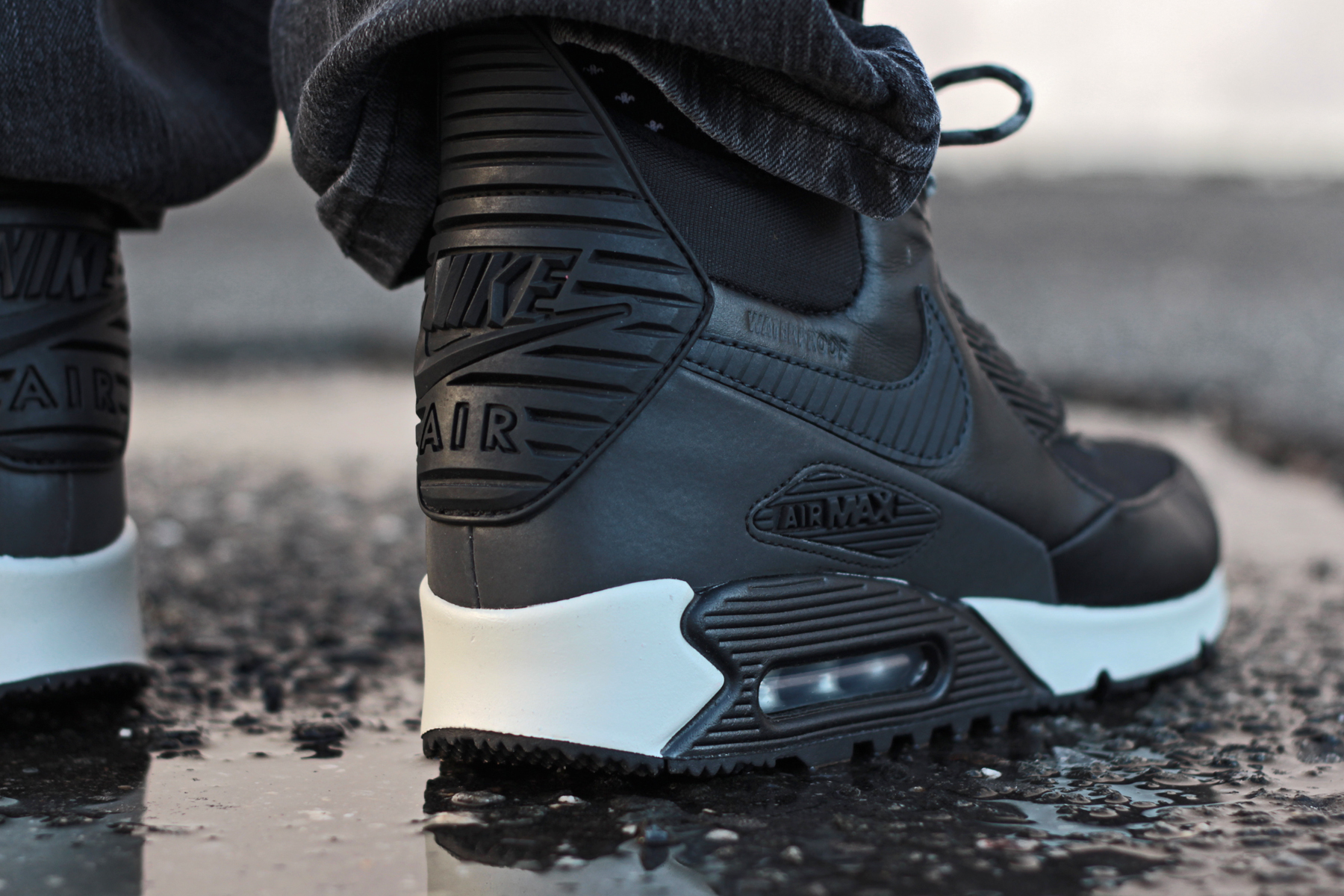 super popular 034e8 280be Last year the Nike Air Max 90 Sneakerboot made it s debut. It was a meant  as a sneaker that can be worn to withstand the elements during the colder  and ...