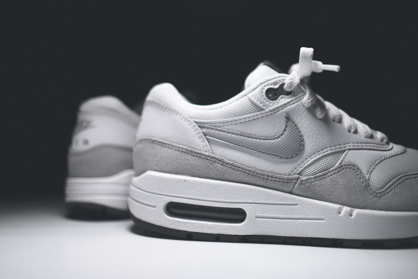 Nike wmns Air Max 1 Essential (White Grey Mist Dark Grey Black)