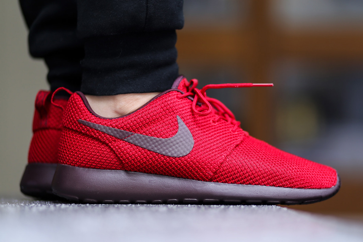finest selection 976a0 ab6fd Sweet Valentine  Nike Roshe Run – Gym Red   Burgundy