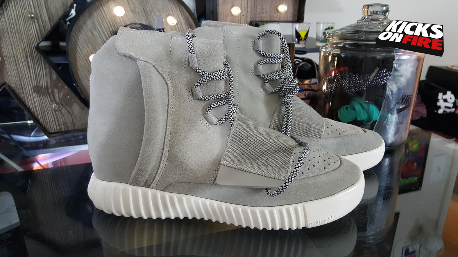 brand new 98906 8a70e This Is What A Fake adidas Yeezy 750 Boost Looks Like (Video ...