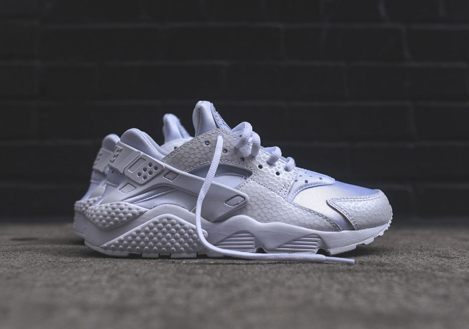 new concept 6d219 02fab The Women's All-White Version Of The Nike Air Huarache Is ...