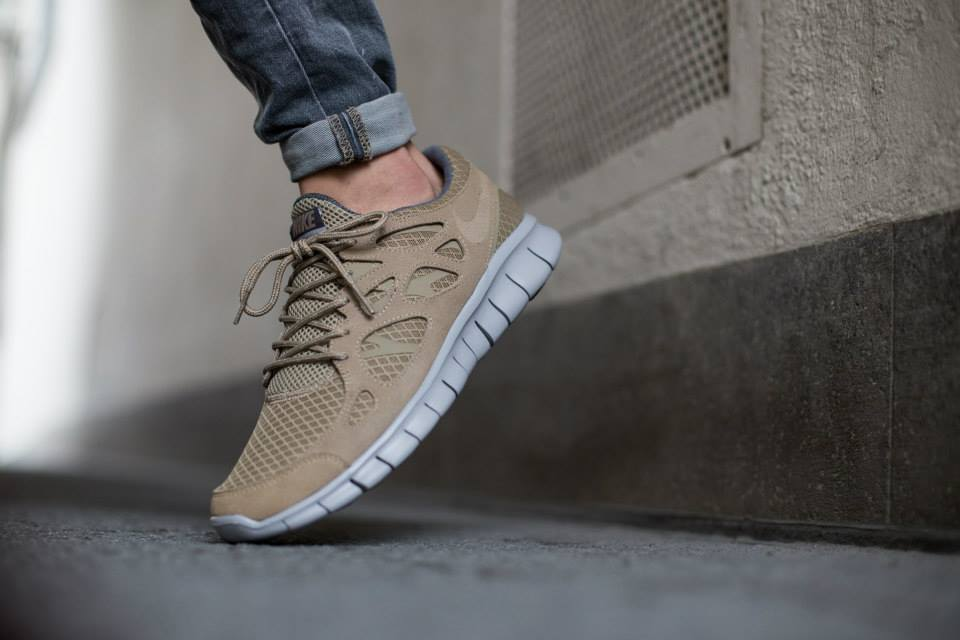 The Nike Free Run 2 Receives An Earthy Tone </p>                     </div>                     <!--bof Product URL -->                                         <!--eof Product URL -->                     <!--bof Quantity Discounts table -->                                         <!--eof Quantity Discounts table -->                 </div>                             </div>         </div>     </div>              </form>  <div style=