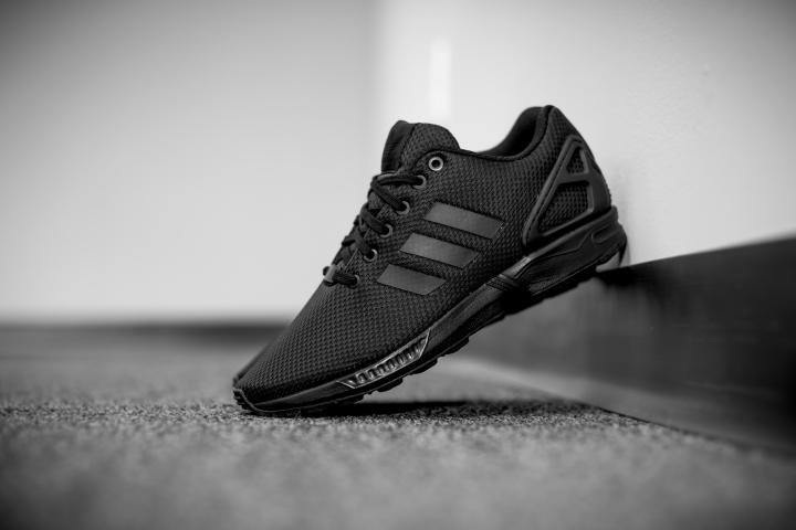 zx flux adidas all black