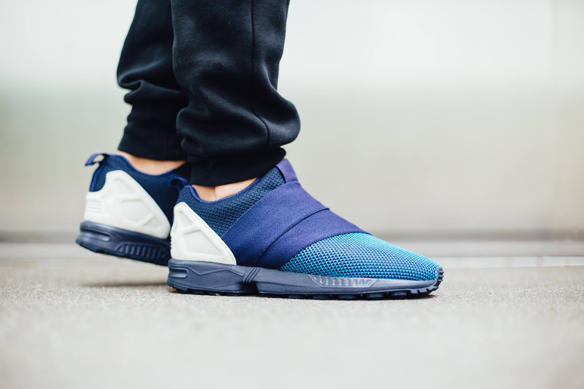 the latest 8cd18 db3e8 adidas Originals ZX Flux Slip On