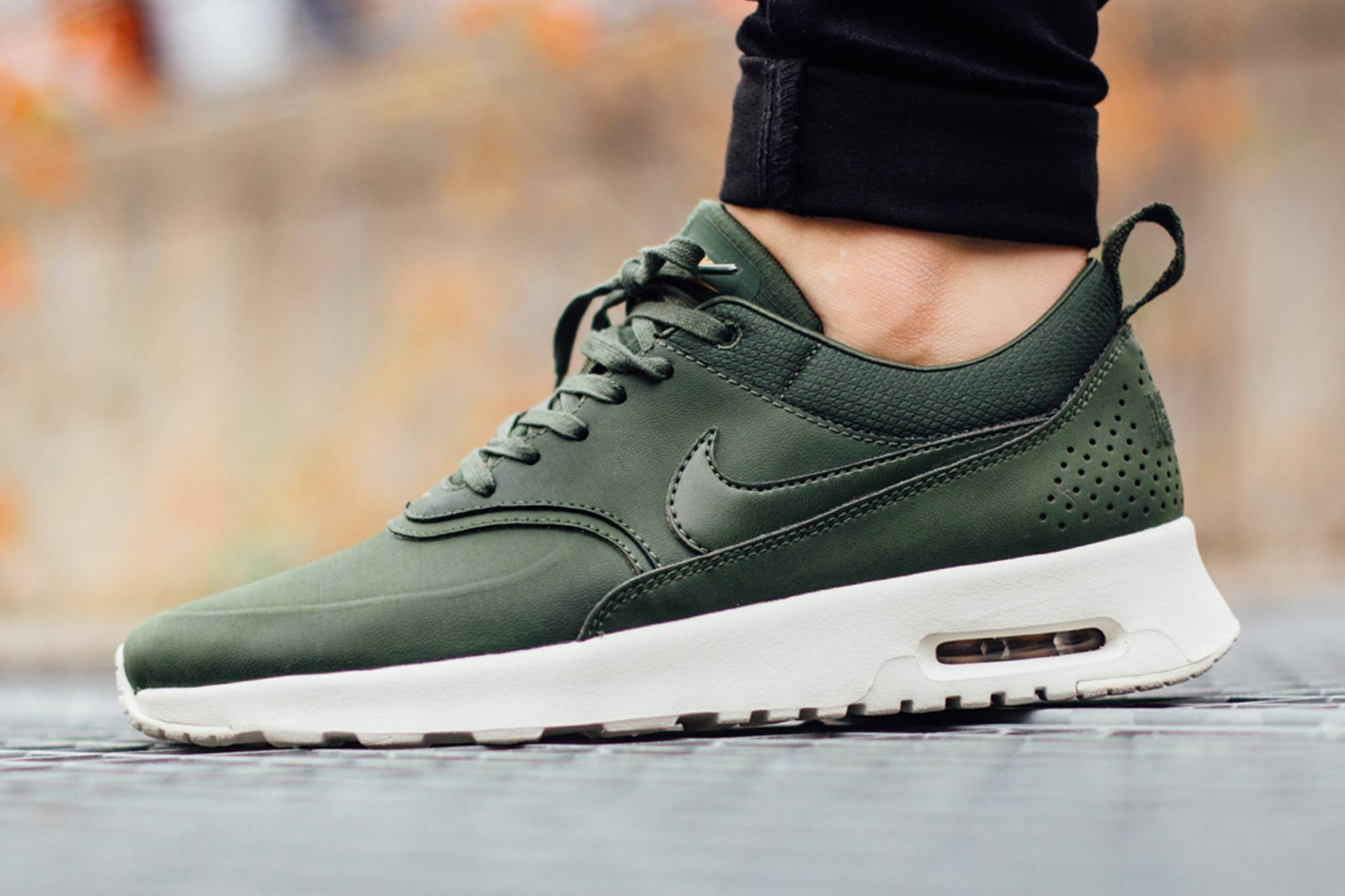 taille 40 40523 7473f Carbon Green Covers this Nike Air Max Thea • KicksOnFire.com