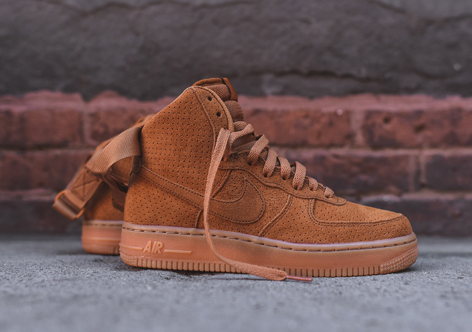 The Women Can Pick Up The Nike Air Force 1 With Suede Uppers