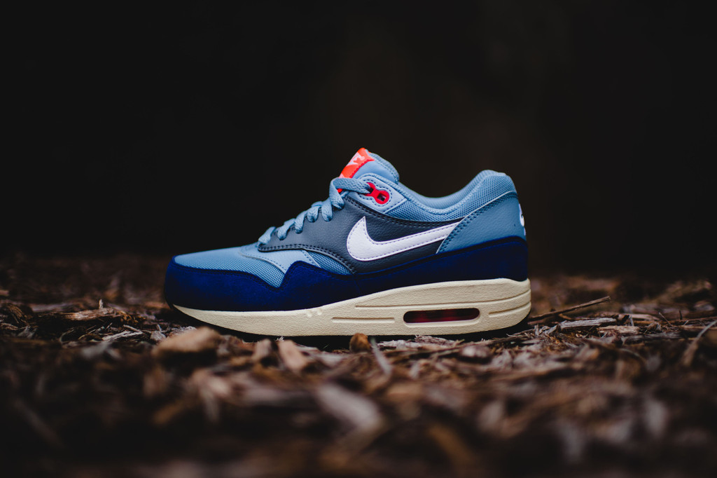 save off 73609 ed4c9 Blue Grey Highlights The Nike Air Max 1 Essential