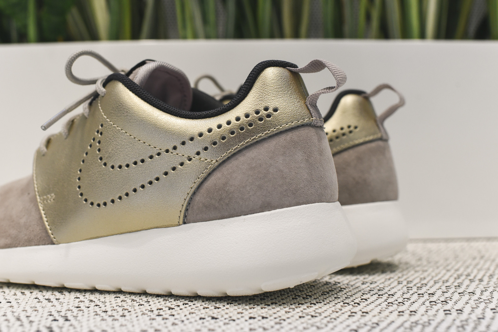 quality design 5a468 f832a The women s Nike Roshe One aka Run has received a fresh update to kick-off  the new year.