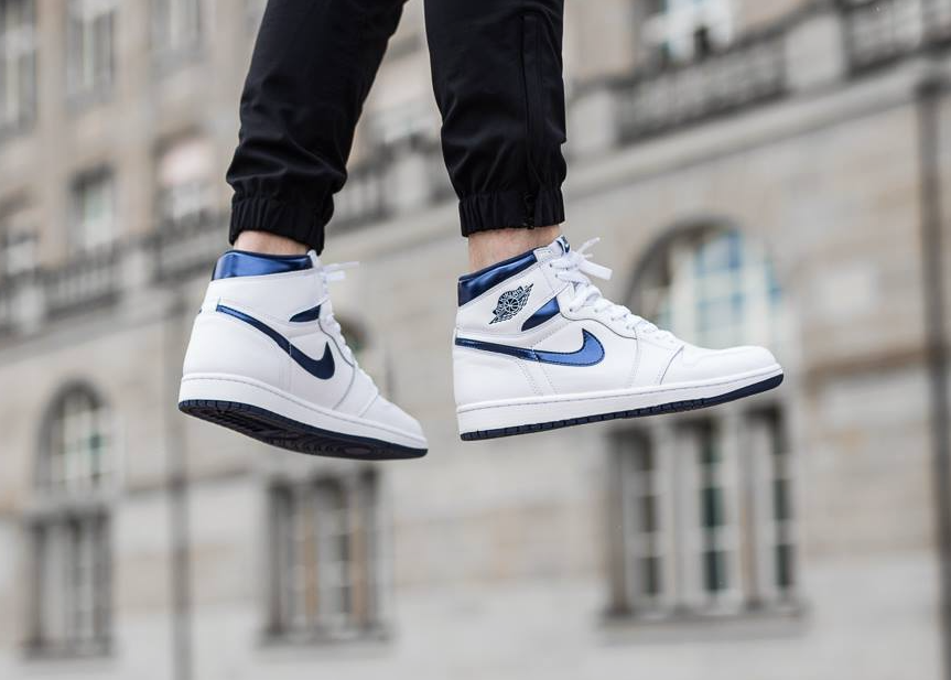 szerokie odmiany uważaj na nowe obrazy The Air Jordan 1 Retro High OG Metallic Navy Is Now ...
