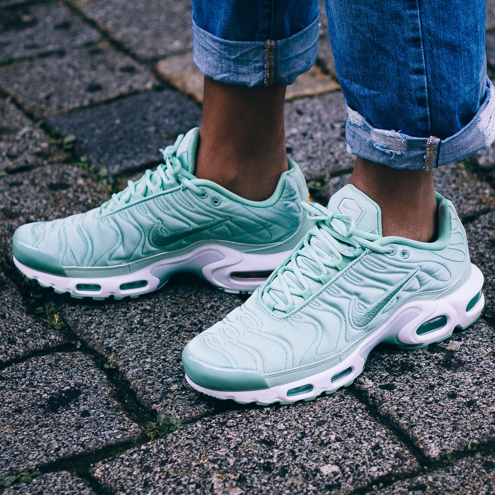 buy popular 631ed b3503 An On-Feet Look At The Nike Air Max Plus Satin Pack ...