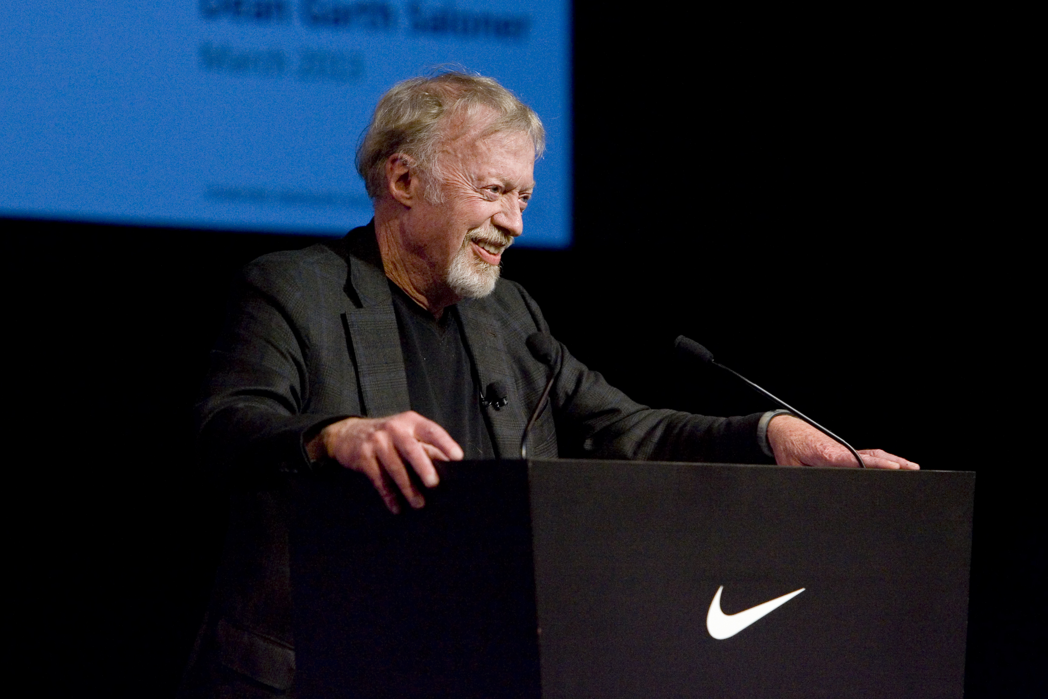 Laboratorio molécula milicia  Phil Knight Has Officially Retired As Chairman From The Nike Board ...