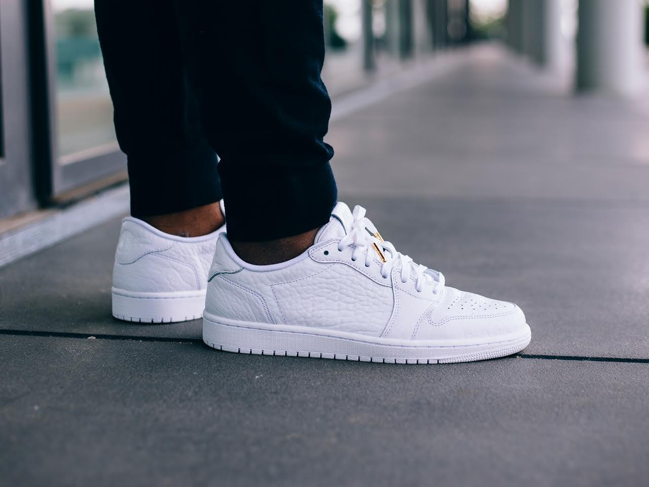 air jordan 1 low white on feet