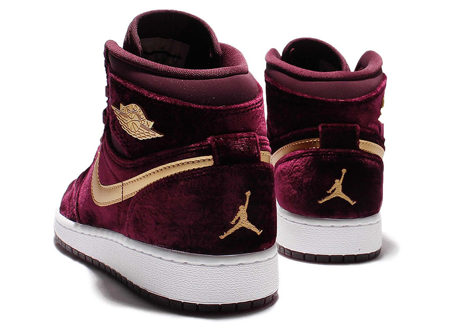 size 40 fc2f8 2b7e1 The latest Air Jordan Heiress offering comes in the form of an Air Jordan 1.  Looking to exude a royalty aesthetic, Jordan Brand decides to give the shoe  a ...
