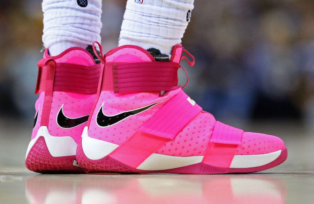low priced 70b9d 5843a LeBron James Broke Out The Kay Yow Zoom Soldier 10s For ...