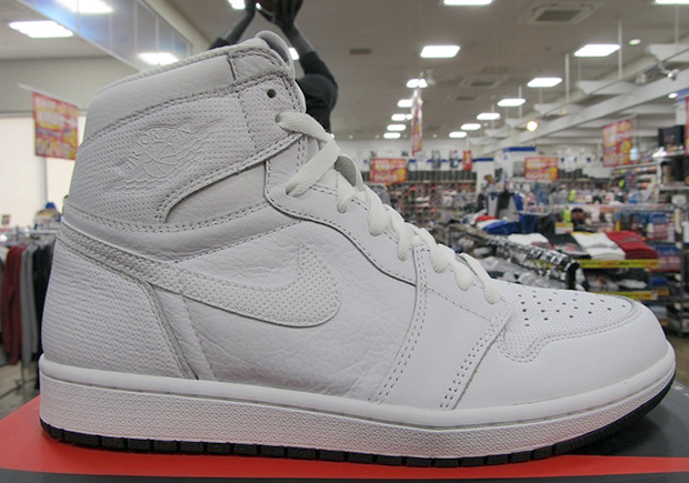 new arrival 117c6 831e8 First Look At The Air Jordan 1 Retro High OG Pure White ...