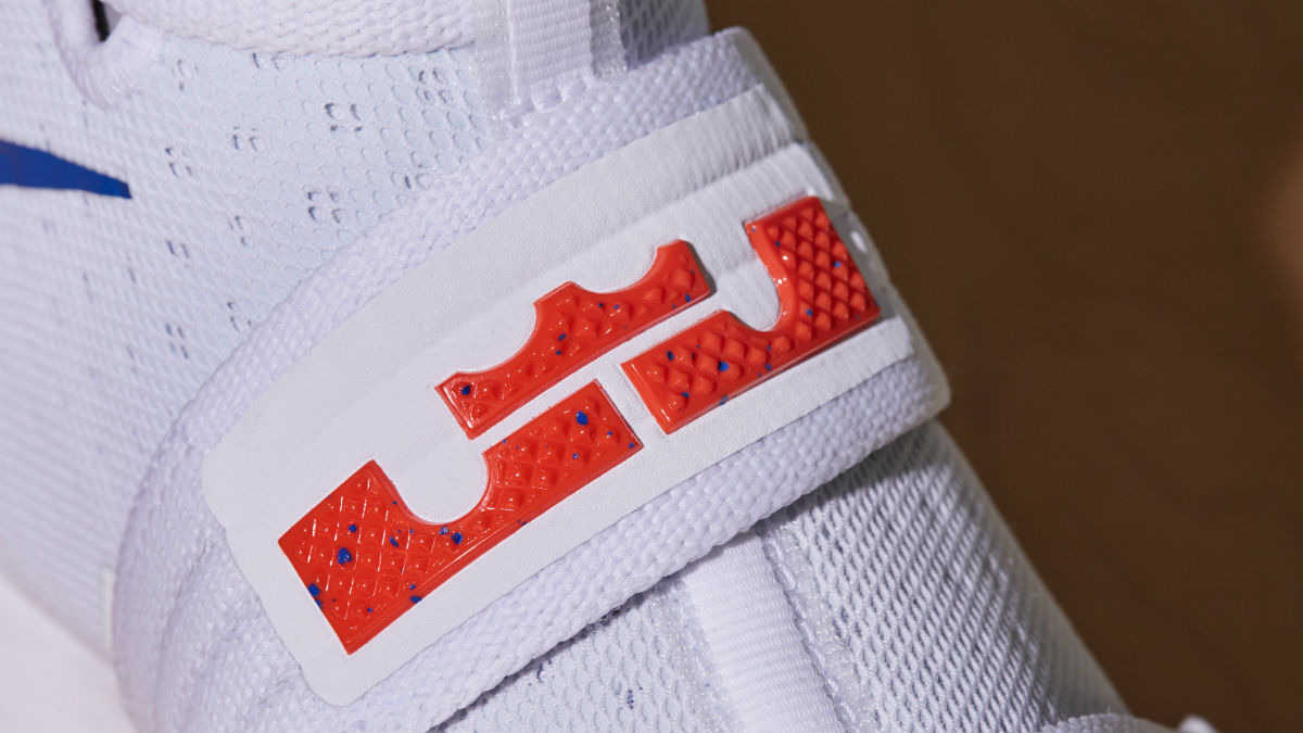 buy online f05a1 a136d LeBron James Makes NBA History In New PE Colorway Of The Zoom Soldier 10