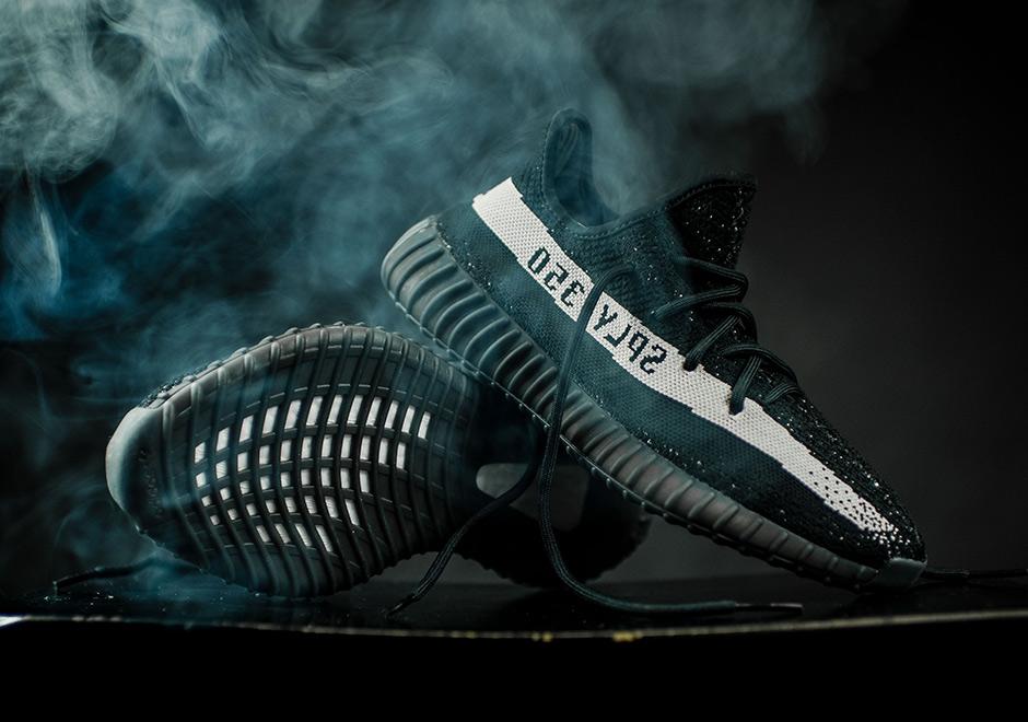 adidas Mens Yeezy Boost 350 V2 Black White BlackWhite Fabric Size 4