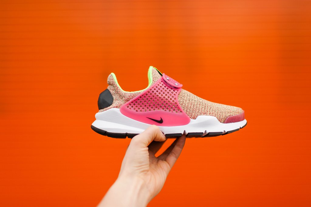 newest d6cea 15634 The Women's Nike Sock Dart SE Comes In Ghost Green And Hot ...