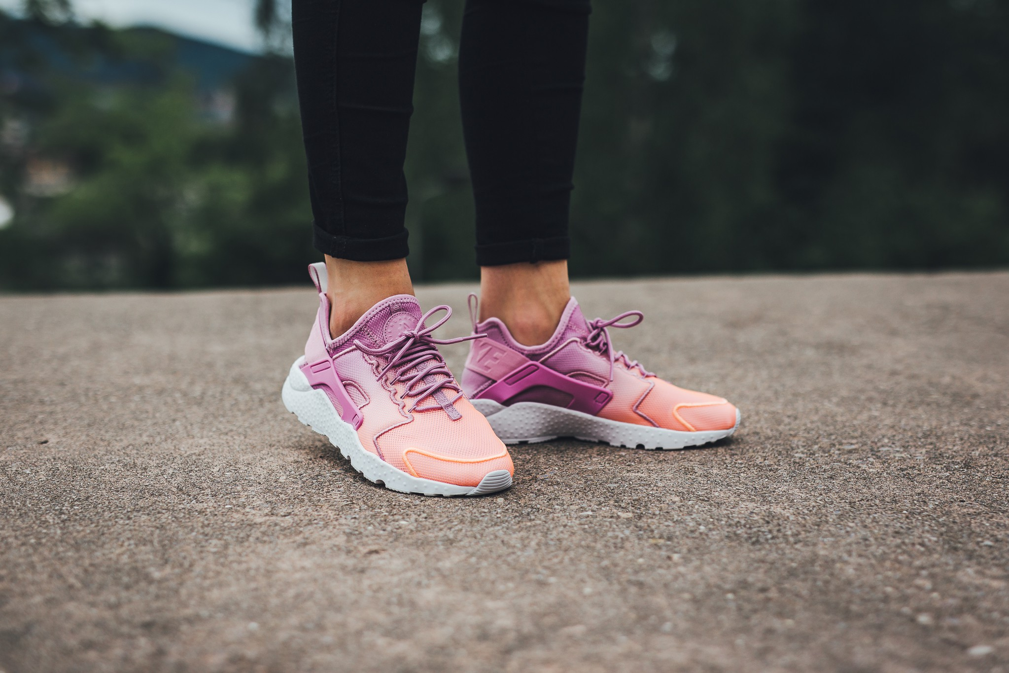 4d915fd1c4366 Designed to stretch with your foot, the women's Nike Air Huarache Ultra  Breathe is a modern look of the '90s classic with cooling, Nike Tech  Ultramesh for ...