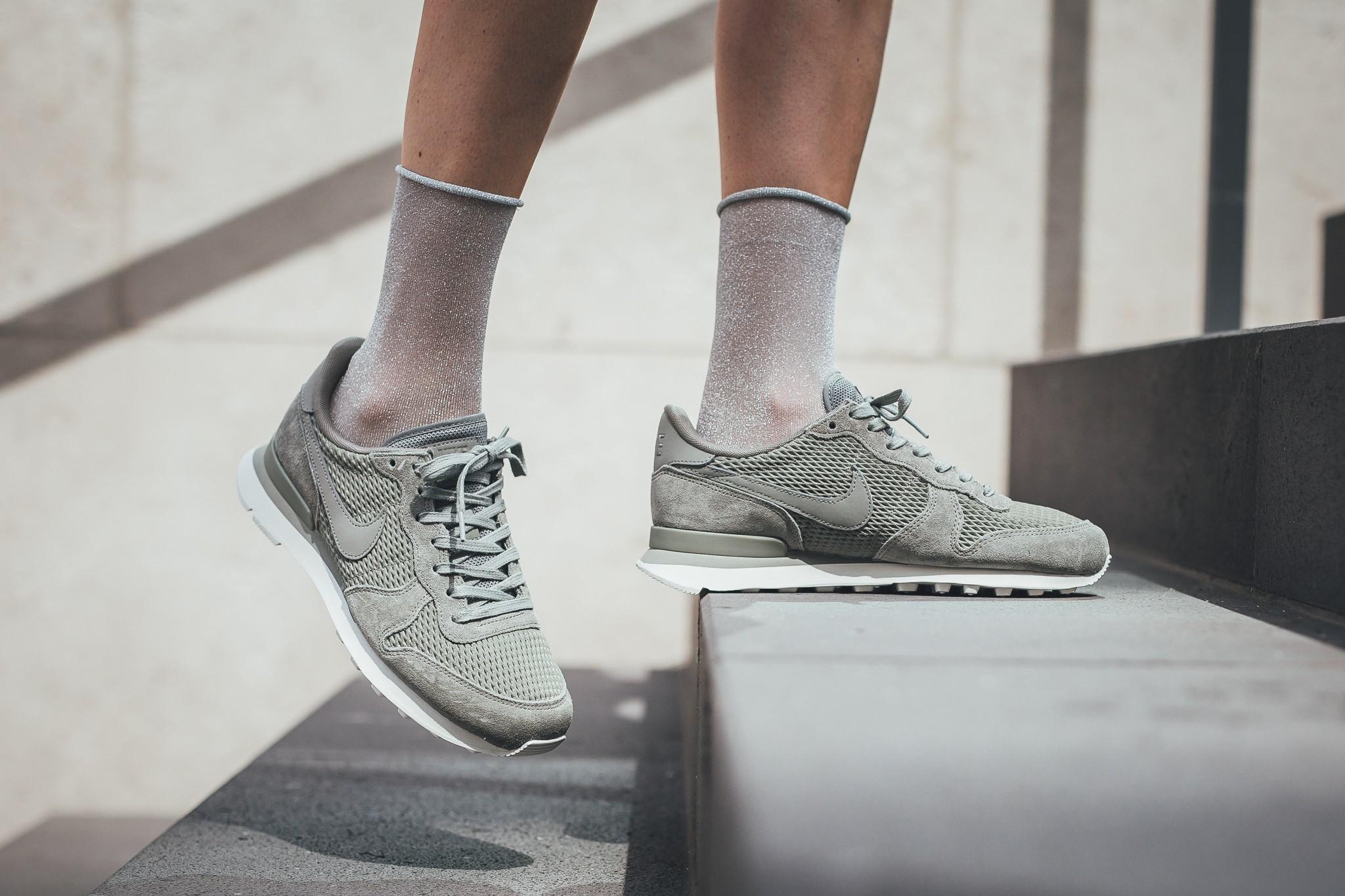 Dark Stucco Covers The Nike Internationalist Premium
