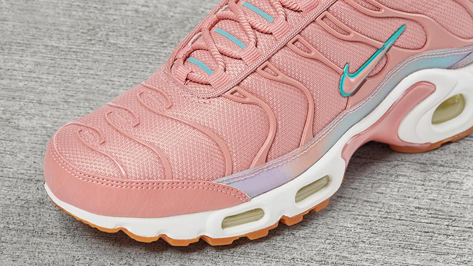 online retailer db266 5b84d New Women's Colorways Of The Nike Air Max Plus • KicksOnFire.com