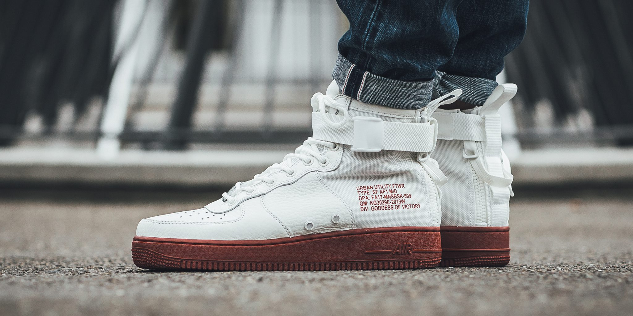 Abolido teoría prisa  Now Available: Nike Special Field Air Force 1 Mid Mars Stone ...