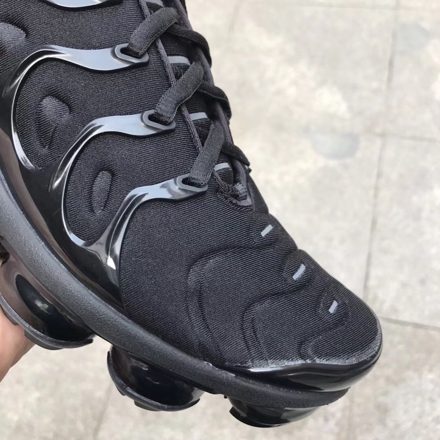 Our Best Look Yet At The Nike Air VaporMax Plus Triple Black
