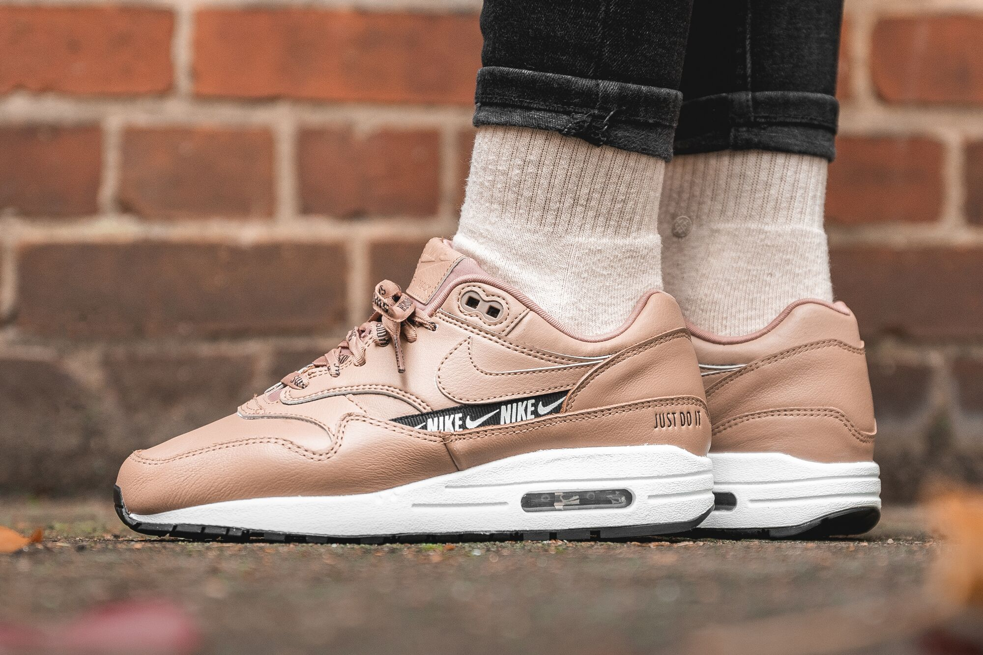 An On Feet Look At The Nike WMNS Air Max 1 SE Desert Dust