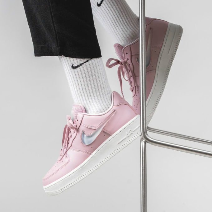 An On Feet Look At The Nike WMNS Air Force 1 '07 SE Premium