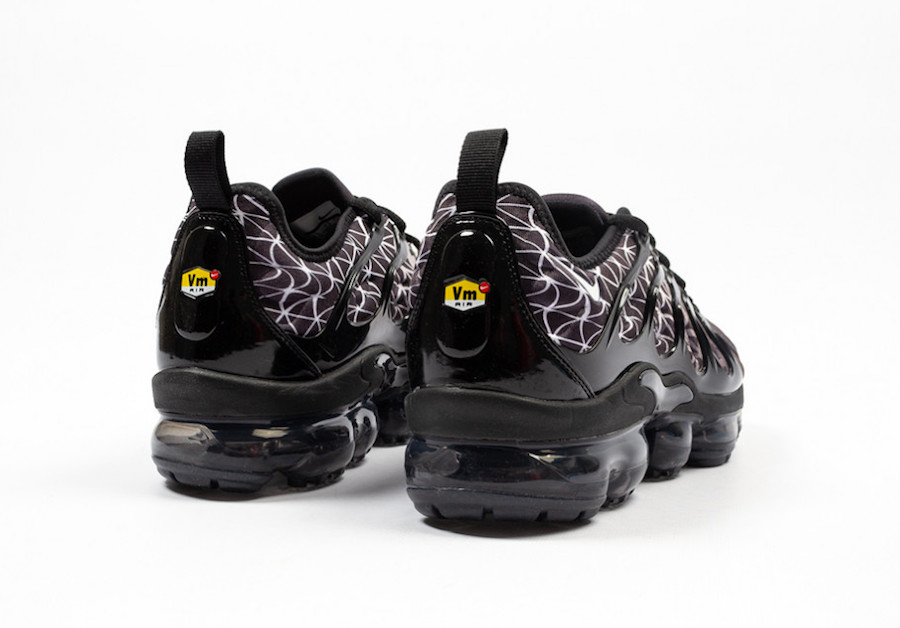 buy online 43ad8 c8c9e Check Out The Nike Air VaporMax Plus Black Geometric ...