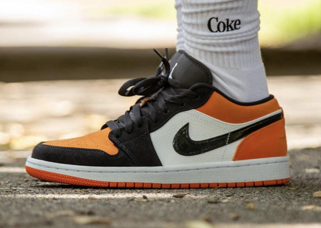 air jordan 1 low orange foot locker