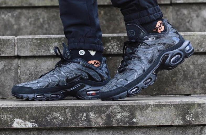 Triple Black Covers The Nike Air Max