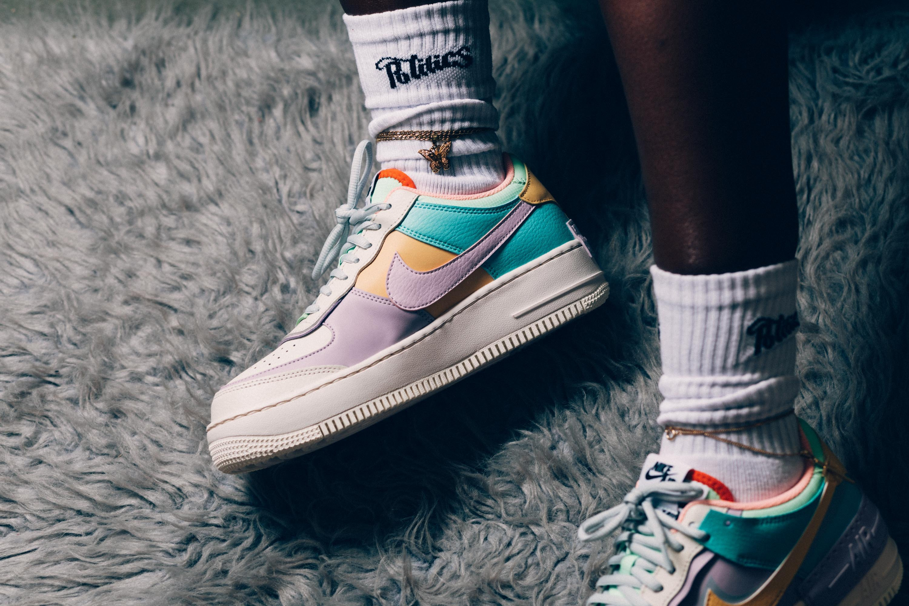 Double Details Appear On The Nike WMNS Air Force 1 Shadow