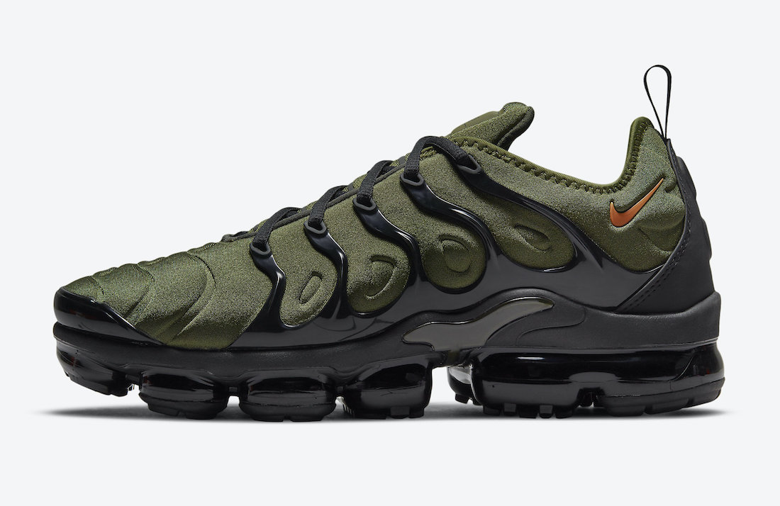 Undefeated Vibes On This Nike Air Vapormax Plus